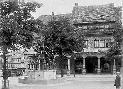 Der ehemalige Wrba- oder Bismarck-Brunnen auf dem Markt