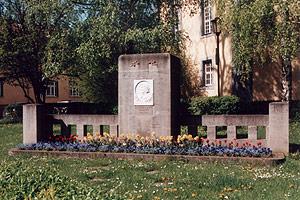 Das wiedererrichtete Marlitt-Denkmal